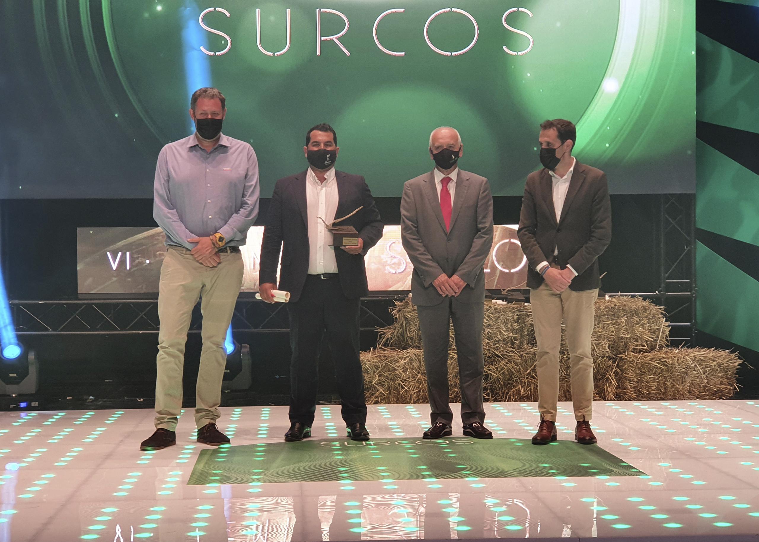 Francisco Arrarás, presidente del Grupo AN (segundo por la derecha), tras entregar el Premio a la Mejor Explotación Agrícola